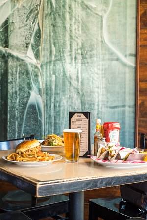 Cactus Bar & Grill: Foodie table