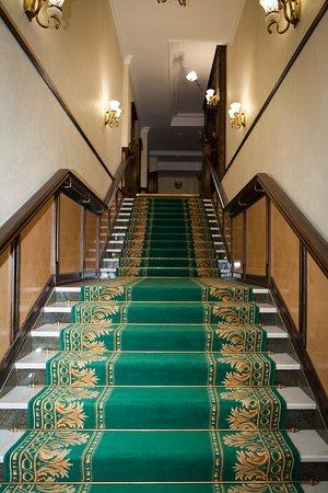 Лестница ведущая в ресторан