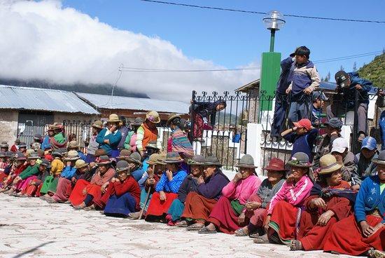 Campesinas con traje tipico del cañon del cotahuasi