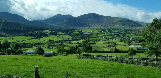 Game of Thrones Tours: Winterfell Trek from Dublin: The views on the trip up, from the bus.