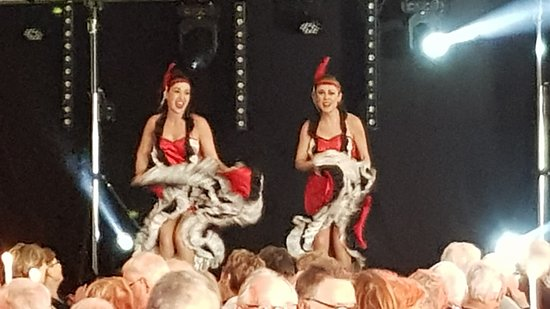 Muzillac, France: spectacle french cancan
