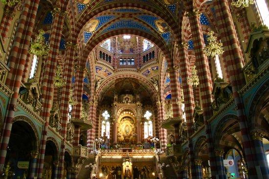 Basilica Maria Auxiliadora y San Carlos
