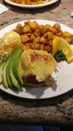 Juicy's The Place with the Great Food: Mohave Benedict