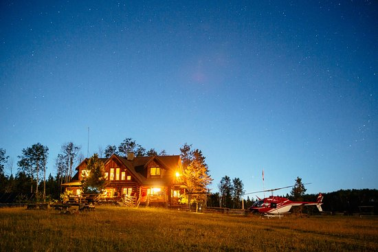 100 Mile House, Canada: Helicopter and the Ranch House