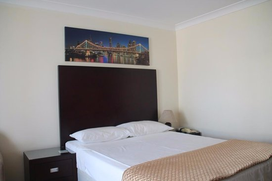 Centenary Motor Inn : Deluxe Double Room with Extra Bed