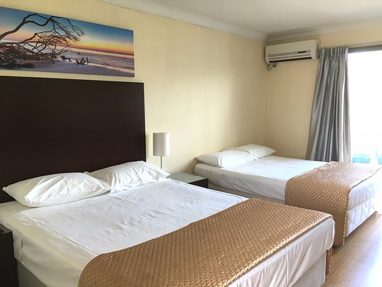 Centenary Motor Inn : Double Room with Two Double Beds