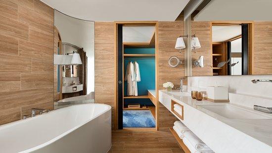 Hong Kong Ocean Park Marriott Hotel: Deluxe Suite