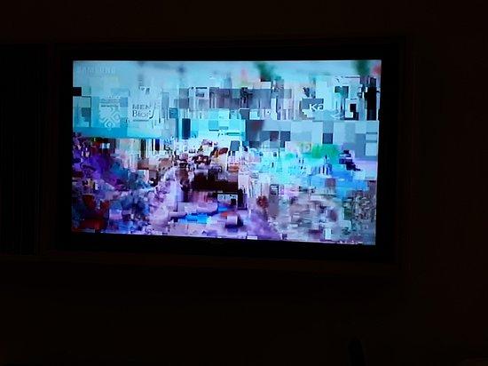Santika Premiere Beach Resort Belitung: Broken TV channels