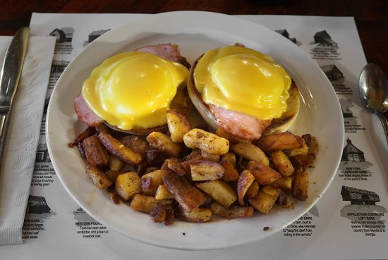 Silo Restaurant & Gift Shop: Eggs Benedict