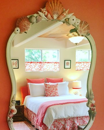 Ocean Decor Delight The Senses The Coral Garden Room Picture Of Mermaid Dreams Bed And Breakfast Kealakekua Tripadvisor