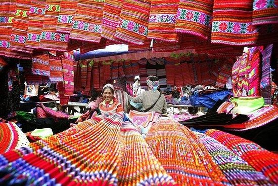 Fantastisk Bac Ha Market søndagstur
