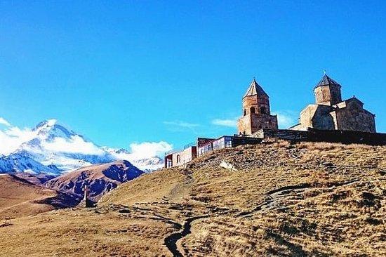 En dags privat tur til Kazbegi fra...