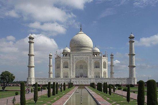私人泰姬陵和阿格拉堡一日游由德里的超高速列车
