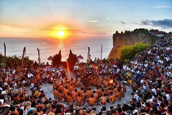 Halv dag Uluwatu solnedgang og Kecak...
