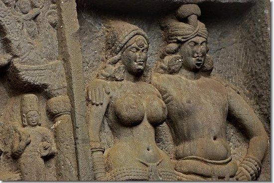Karla & Bhaja Caves, 2000 år gamle...