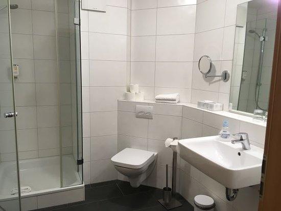 Apartments & Hotel Kurpfalzhof: 清潔なバスルーム