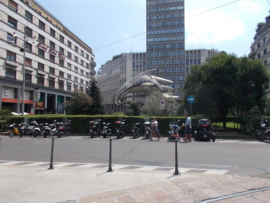 Monumento Ai Carabinieri: 全景です。
