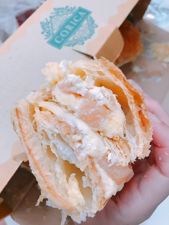 Corica Pastries: 皮很酥脆