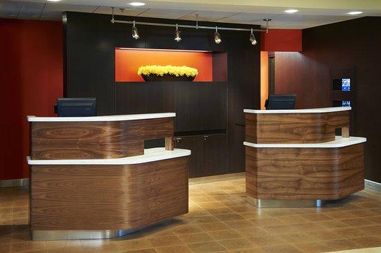 Mendota Heights, MN: Lobby