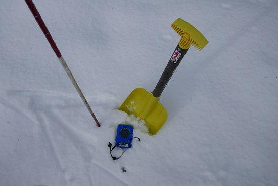 Die Schneeschuwanderung inkludiert eine Einführung zum Thema Lawinenschutz