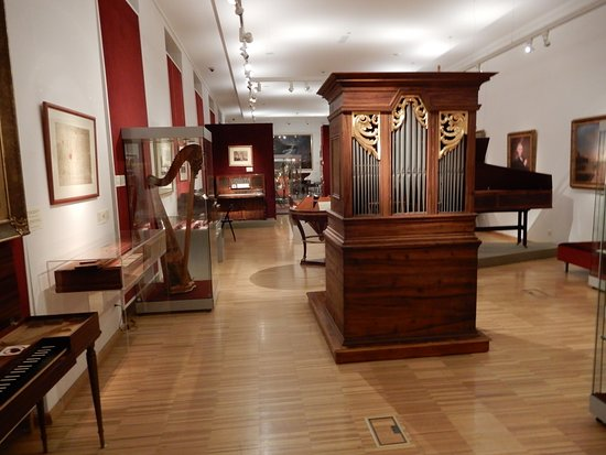 Pianos, harps and organs