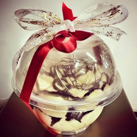 Pallina di Natale con zabaione, cioccolato e panettone artigianale