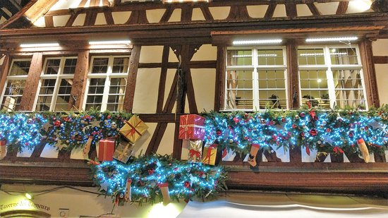 Christmas Market (Christkindelsmarik): dekoriertes Haus