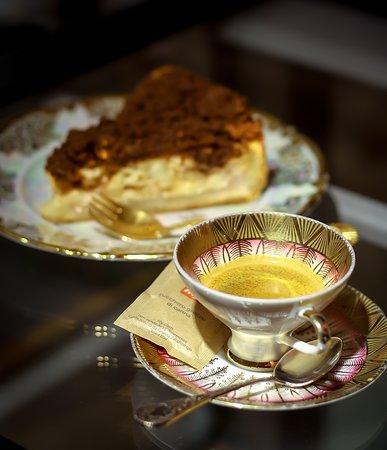 Crumble Cake: Signature Cake & espresso