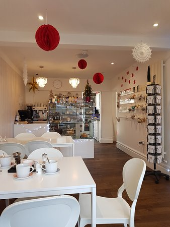 Quarndon, UK: Interior, view to the counter
