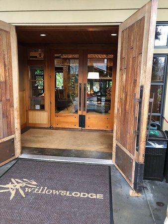 Fireside Lounge : entrance