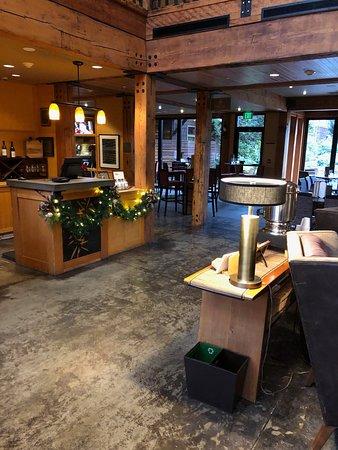 Fireside Lounge : inside