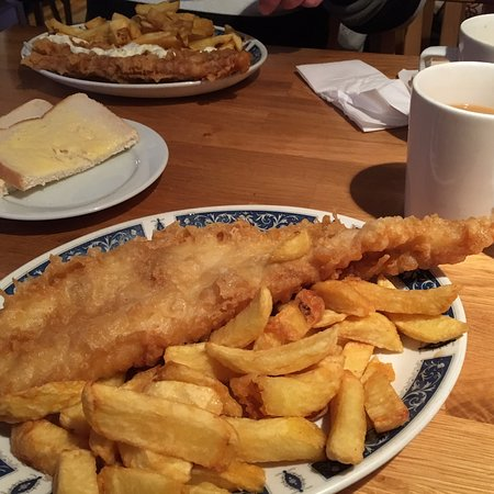 Harlees Fish & Chips: Salisbury hidden gem. Lovely food and staff. Situated in the market place in Salisbury, if you blink you'll miss a treat.