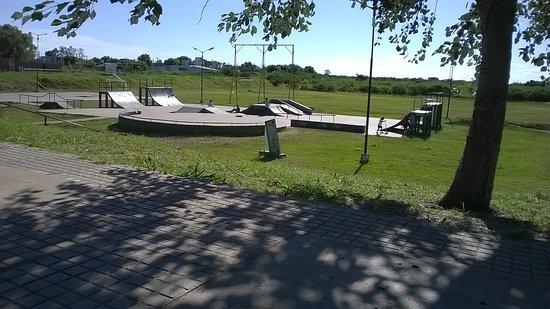 Villaguay, Argentina: Pista de skate Villguay, un park pequeño con algunas dificultades de construcción pero un lugar agradable para disfrutar del sol en la tarde