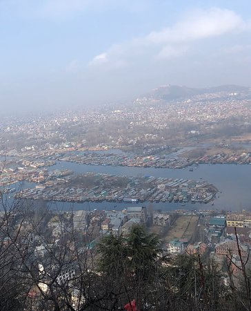 Breath taking views of the Old and new city of Srinagar and Dal lake seen from the look at points on the drive from Shankaracharya Temple. The fort in the old city can be seen in the distance.