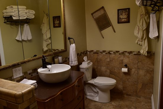 Kittitas, WA: The Western Suite bathroom viewed from the shower.