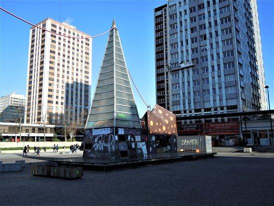 Obelisque de la Place des Fetes