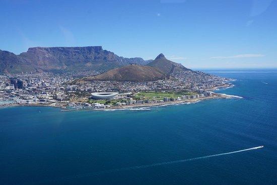 Foto de Recorrido en helicóptero privado por Ciudad del Cabo: océanos Índico y Atlántico