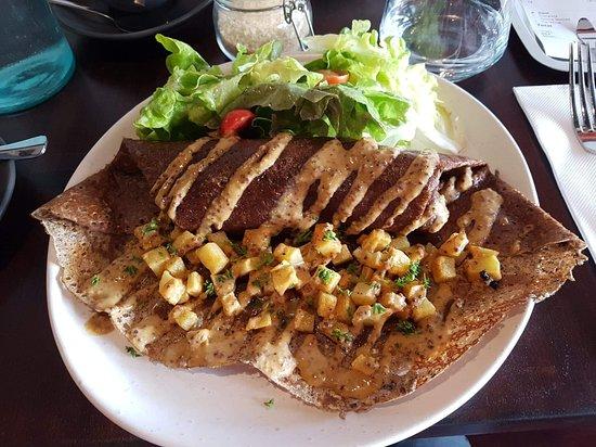 Busselton, Australia: Sausage and potato