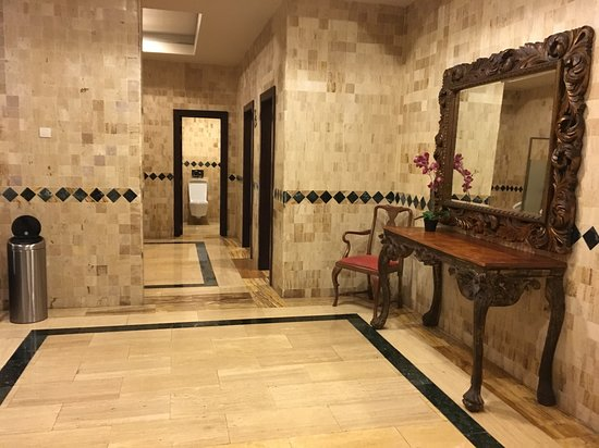 Majestic Elegance Punta Cana: Now that's a bathroom