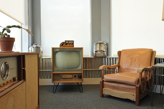 Raton Pass Motor Inn : Ask us about this TV set. It's something special.
