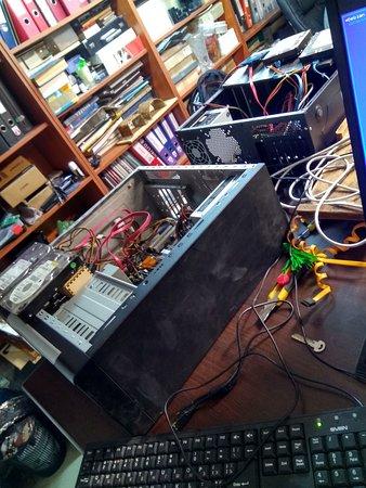 Где-то в казематах форта существует (по слухам) секретная лаборатория U53, внутри которой проводят эксперименты по созданию роботов, квестов и интерактивных пугалок и развлекалок...