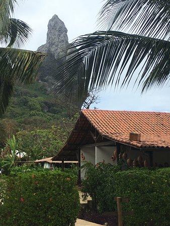 Acqua: Morro do Pico visto do Dolphin Hotel
