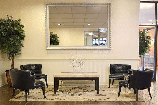 Clarion Hotel Philadelphia International Airport: Banquet room sitting area