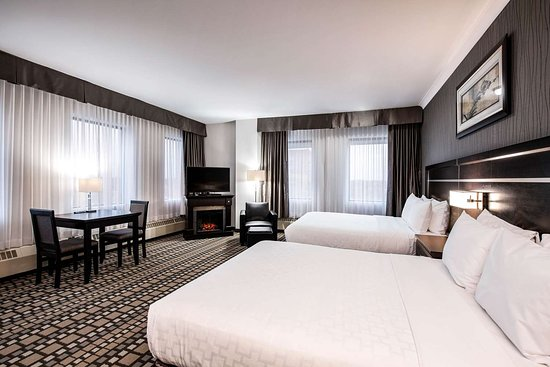 Clarion Hotel Winnipeg: Spacious room with queen beds