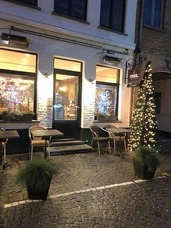 Damme, Belgium: gezellige bar met leuke vriendelijke mensen, met veel plaats en mogelijkheden, alleen of in groep, bij mooi weer terras. Ook mogelijkheid om er een fuifje te organiseren, of optreden.