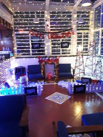 Blue Cocktails and Dreams Bar: Feels like Christmas