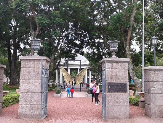 San Jose Metro, Costa Rica: Alas de México en Morazan Park