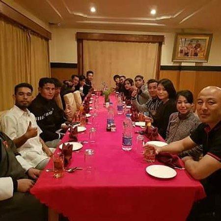 Mongar, Бутан: dinner with Druk superstar familys