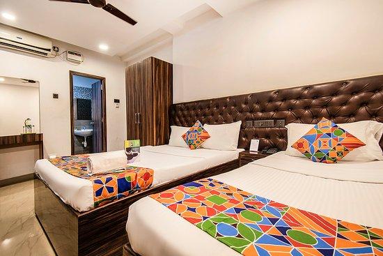 Capital O 24305 Hotel Lions India: Room