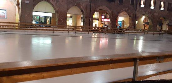 Piazza della Vittoria: PIAZZA PISTA PATTINAGGIO